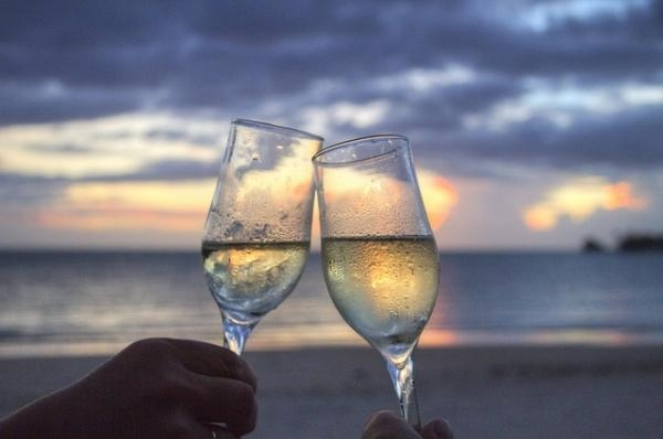 Why drink a glass of sparkling wine? 8 reasons to drink one