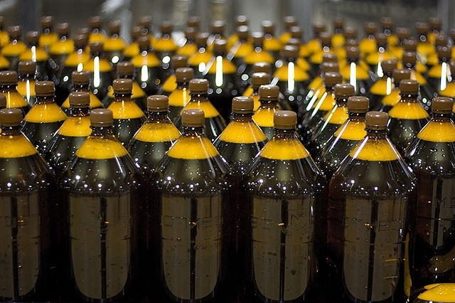 It's time to drink beer in plastic bottles?