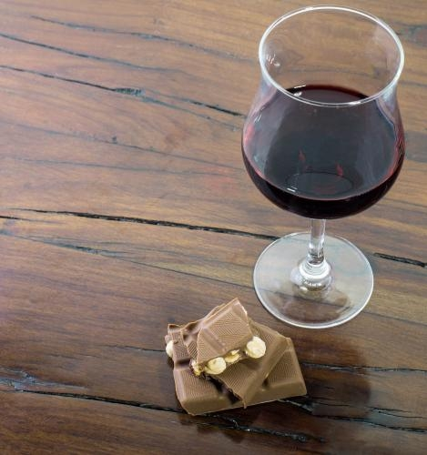 Lose weight eating your favorite food: wine and chocolate!
