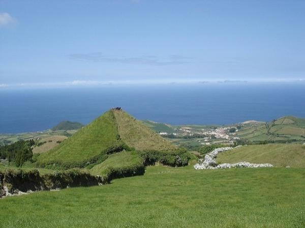 The islands of Azores and Madeira, a beautiful land of wines
