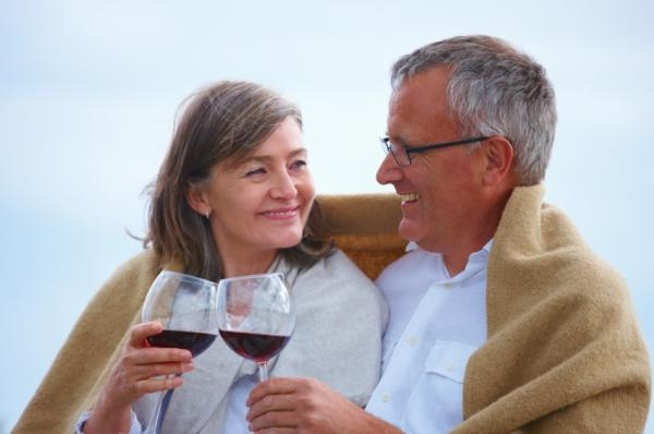 Drink wine and … stay with your partner!