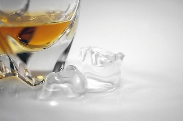 What are the differences between a scotch and a bourbon?