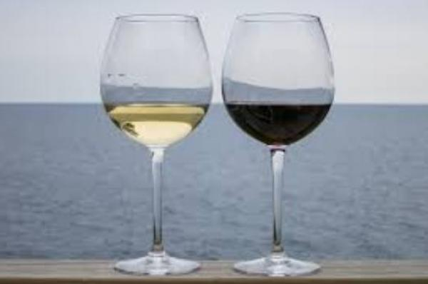 Two glasses of wine a day reduce cardiovascular diseases and Alzheimer's