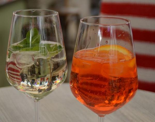 2 cocktails with Top-Selling Spanish Wine